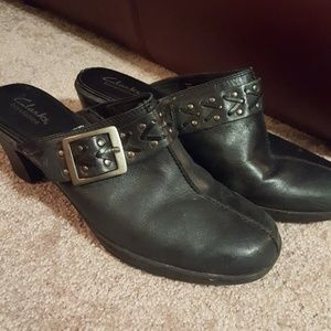 Clarks Bendables clogs with buckle
